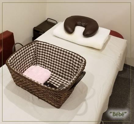 サロンとしても使用可能なベッドあり